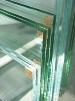 Spiegel Op Maat Snijden.Glas En Spiegels Op Maat En Geslepen Stam Glas Onderhoud